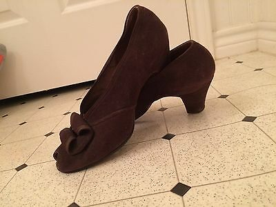 vintage 1940s shoes, brown suede peep toe