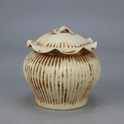 Chinese old hand-carved porcelain wire stripe lotus leaf form Cover pot