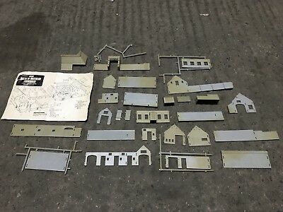 Airfix original 1/72/HO Scale Battle of Waterloo Farm House Kit (complete)