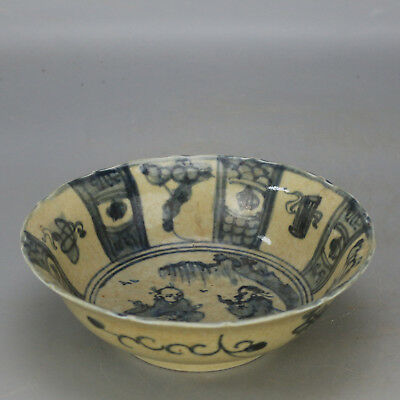 Chinese old hand-carved Blue & white porcelain figure pattern bowl