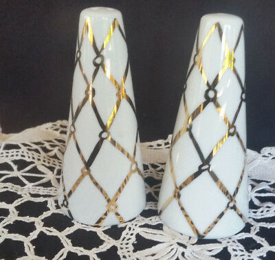 Pinmoney S&P Shakers Ceramic GOLD and white NEW unused Salt and pepper