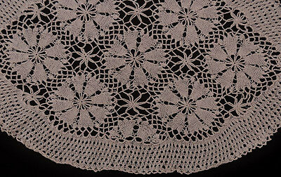 Vintage Crochet Doily - 43cm x 28cm - Cream Cotton - Floral Design