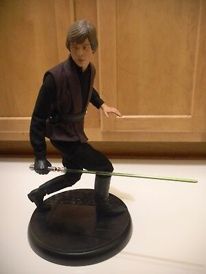 Sideshow Collectibles Premium Format Luke Skywalker Statue Star Wars Jedi Figure