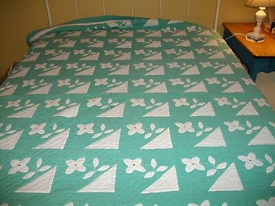 Antique Hand Quilted Appliqued Green And White Quilt 72 X 101