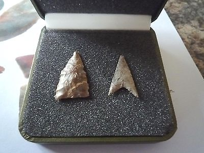 2 x Quality Neolithic Arrowheads in Display Case - 4000BC (X016)
