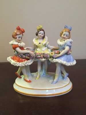 Scheibe Alsbach German Porcelain Figurine - Three Girls In A Ring of Flowers