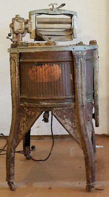 1920s Automatic Electric Washer Co. antique clothes washer, running. Copper tub.