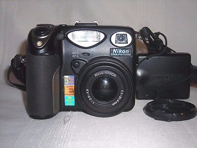 Nikon COOLPIX 5000 5.0MP Digital Camera Black Point and Shoot w CASE