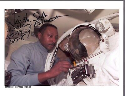 AUTOGRAPH, HAND SIGNED,AFRICAN AMERICAN  Astronaut ; Winston SCOTT