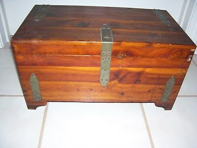 Vintage Cedar Wood Chest Trunk Box With 1 Removeable Tray & Brass Hinges 9X10X18