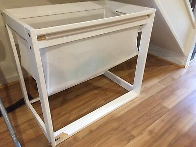 Bassinet With Sheets And Mattress