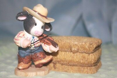 """Mary's Moo Moos """"You Put a Song in Moo Heart"""" (fiddler) & """"Barn Unto Us"""" Haybale"""