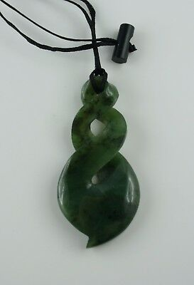 Double Twist  Maori Jade Carving  Neuseeland