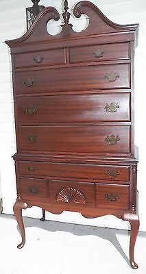 20TH CENTURY MAHOGANY HIGHBOY IN THE QUEEN ANNE STYLE 7 drawer Chest dresser