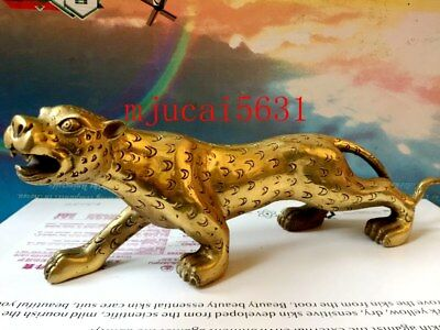 Bronze intrepid leopards are decorated with Chinese statues