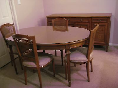 FRENCH PROVINCIAL DINING ROOM SET from 1949, 6chairs, table with leaf and creden