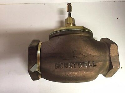 "Honeywell V5011F1204 NEW in Box 3"" Valve"