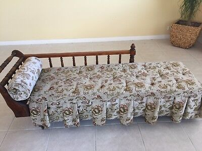 Antique style day bed