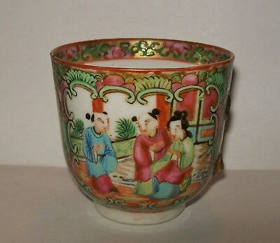 SMALL ANTIQUE CHINESE FAMILLE ROSE CANTON MEDALLION CUP (*no handle/damaged*)