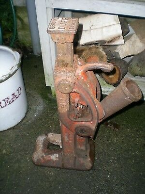 15 TON RATCHET TOE JACK BY DUFF BARRETT. No 117 used barn find ratchets up ok