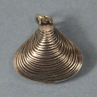 Vintage BEAU Sterling Silver 3D Puffed Clam Shell Pendant Charm --342