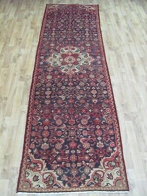 A BRILLIANT OLD HANDMADE HAMEDAN PERSIAN RUNNER (280 x 79 cm)
