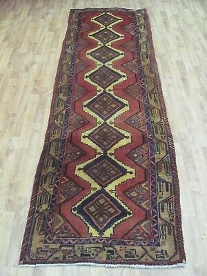 A TERRIFIC OLD HANDMADE HAMEDAN PERSIAN RUNNER (280 x 83 cm)