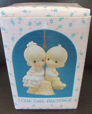 Precious Moments Love One Another Ornament -Couple on Tress Stump - 1989 - MIB