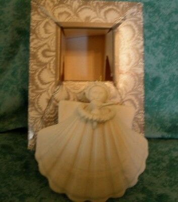 "Margaret Furlong Angel Seashell Ornament~1999~3"" Coneflower And Goldfinch~New"
