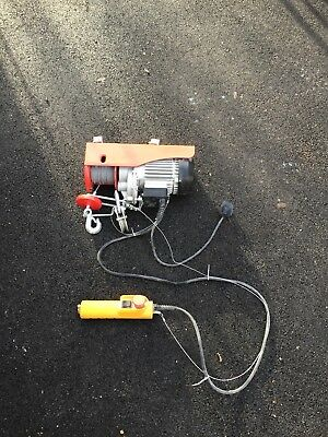 Hilka 500KG Capacity Lifting Hoist - Used for 1 day so in a nearly new condition