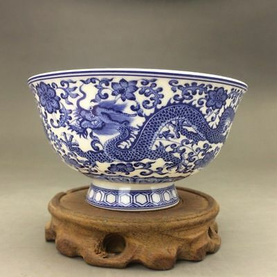 Chinese blue and white porcelain bowl of hand-painted by ways (qianlong mark)
