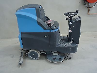 CONQUEST MR85B RIDE ON FLOOR SCRUBBER DRYER Machine - Only 51.5 Hrs