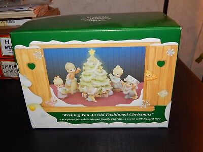 "Precious Moments ""Wishing you an Old Fashioned Christmas"" 634778 1999"