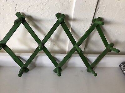 VINTAGE EXPANDABLE Accordion WOOD WOODEN COAT HAT RACK Green 10 PEGS .69 Cents!