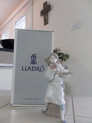 LLADRO LITTLE ARTIST # 6368 GIRL PAINTING MINT CONDITION w/BOX  FAST SHIPPING!!!