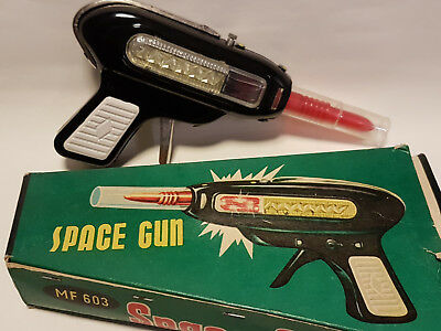 China -  SPACE GUN - Friction - 50th Weltraum Pistole Phaser