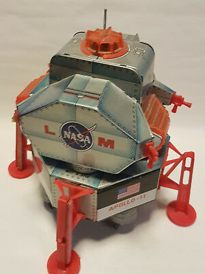 DSK Japan -  SPACE USA NASA APOLLO 11 EAGLE with ASTRONAUT battery operated 60th