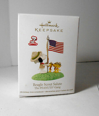 2012 Hallmark Ornament Beagle Scout Salute Peanuts Gang Snoopy NOS