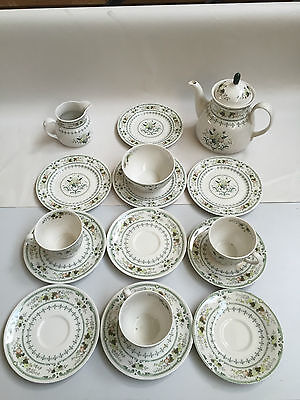 Beautiful Royal Doulton Fine China Tea Set / Teapot  Plates  Cups & Saucers AD