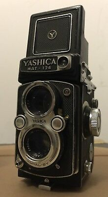 YASHICA MAT 124 Camera Twin Lens Reflex Film Camera with Yashica Case
