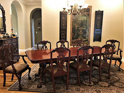 Dining Table, Excellent Condition, Mahogany Carved with 2 leaves and 8 chairs;