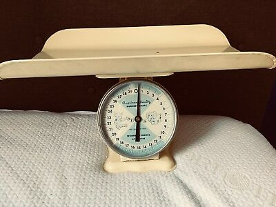 Vintage American Family Infant / Baby Nursery Scale (weighs 30lbs by ounces)