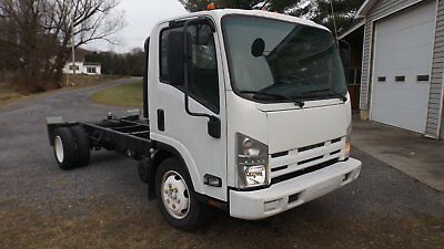 2009 Isuzu NQR Commercial Truck cab/chassis