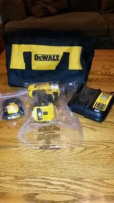 "DEWALT 12V MAX Li-Ion 1/4"" Screwdriver Kit DCF610"
