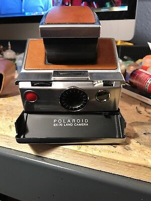 Folding Polaroid SX-70 Instand Land camera Tan chrome Leather case