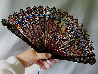 Fine Antique Chinese Hand Carved Brise Shell, Horn Ladies Fan with Asian Motif