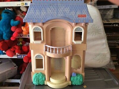 Dolls House.fisher Price 2003