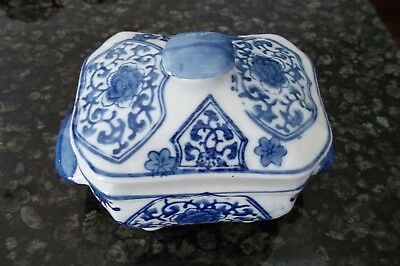 Chinese ceramic blue and white box with top