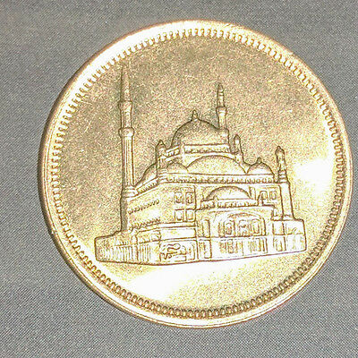 10 Piasters Egyptian Coin 1992, With Citadel Of Mohamed Aly On The Face.