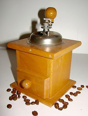 Retro/Vintage Wooden Coffee Grinder/Mill